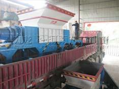 发往天津的1900撕碎机和新型木材粉碎机发货现场