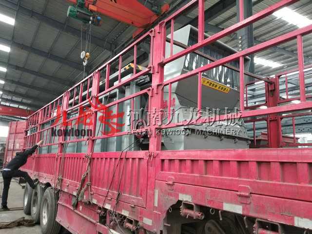 发往江苏南通的重型木材粉碎机发货现场